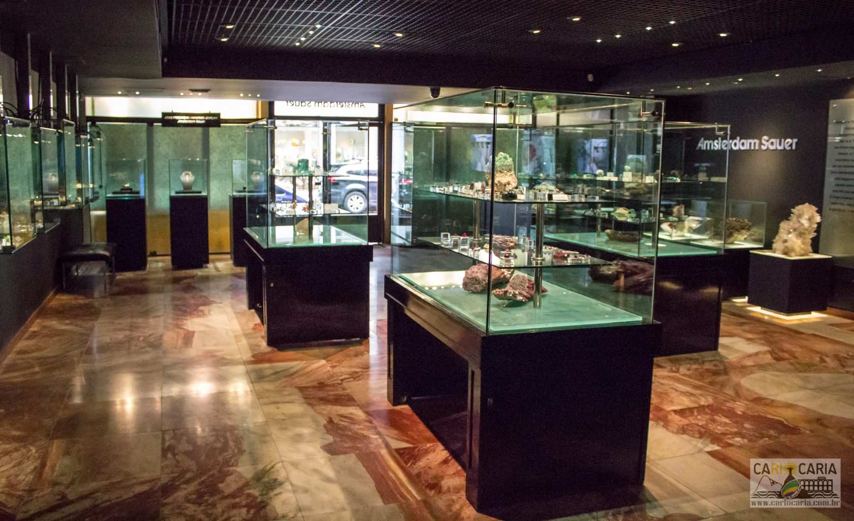 15a74521866 Museu Amsterdam Sauer de pedras preciosas    Cariocaria